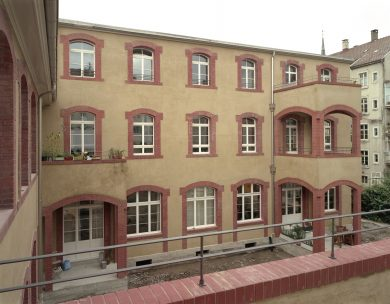 Umbau einer Fabrik an der Oetlingerstrasse Basel, 2005